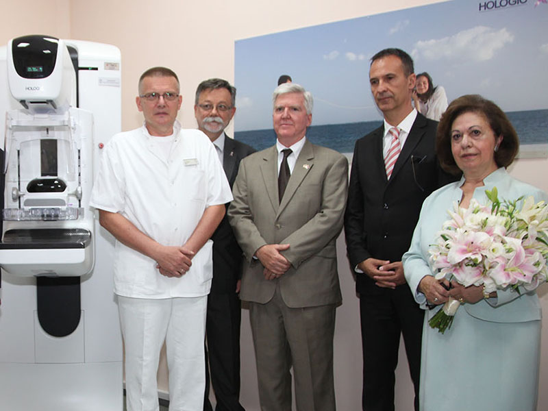 CROWN PRINCESS KATHERINE FOUNDATION DELIVERS 300,000 DOLLAR MAMMOGRAPHY MACHINE AND PATIENT MONITOR TO CLINICAL CENTRE NIS